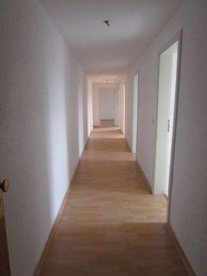 Helle 3 Raum Wohnung in Burg 39288 Burg, Dachgeschosswohnung